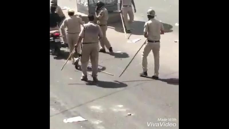 ПАЛКИ за нарушение ПДД Индия
