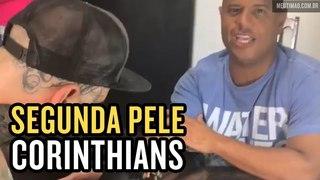 Marcelinho Carioca faz tatuagem do Corinthians