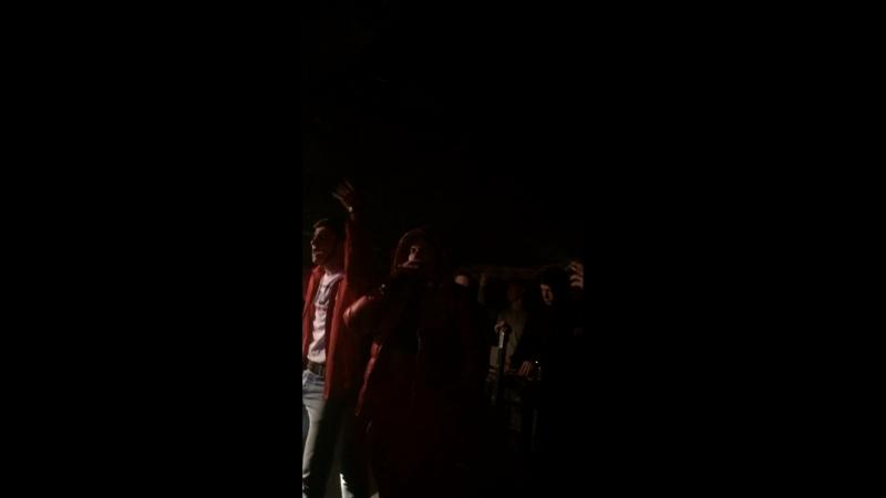 Эльхан подбадривает толпу 😂