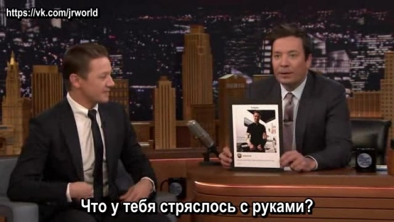 Jeremy Renner Chucked Doughnuts at Ed Helms After Breaking Both Arms (рус. суб.)