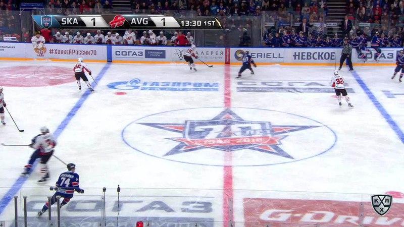 Моменты из матчей КХЛ сезона 17/18 • Удаление. Лаута Артур (Авангард) удален на 2 минуты за подножку 11.01