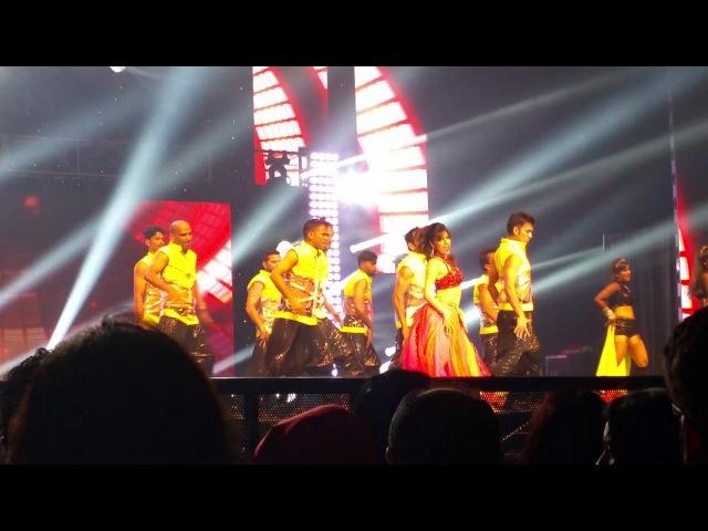 Madhuri Dixit and Akshay Kumar dancing Teri Ore