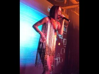 Ольга Бузова продолжает радовать поклонников выступлениями с новыми хитами