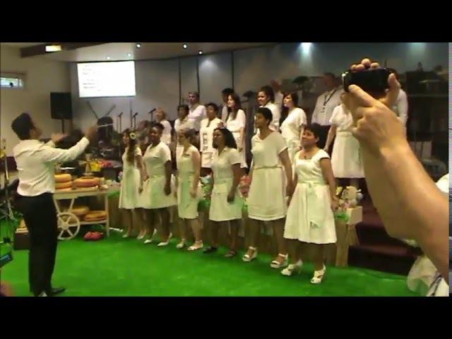 Песня 142 на конгрессе Свидетелей Иеговы (Утрехт, Нидерланды)