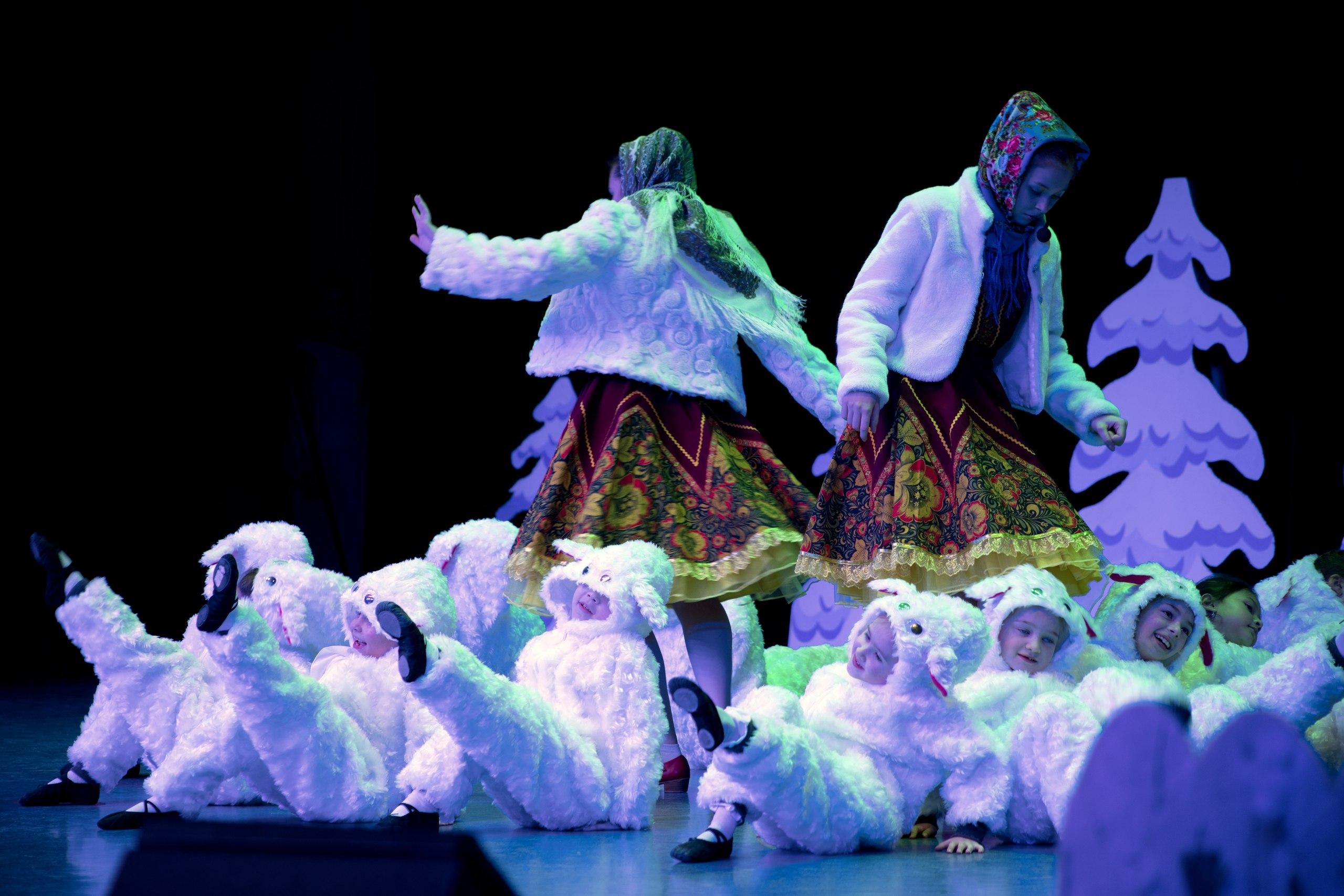 Рождественская программа православной гимназии собрала юные таланты на одной сцене