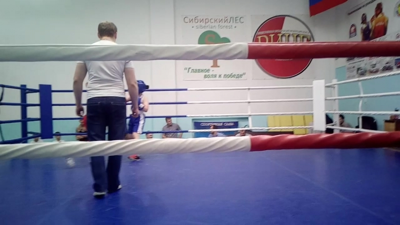 Первый бой нашего дебютанта Саши Трофимова,Тяжелая победа))