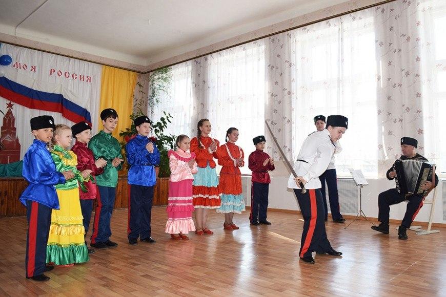Волонтеры кадетского казачьего класса на выборах 2018 LGNrRcEh4_o