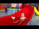 Аквапарк для Детей Купаемся с Игрушкой Baby Playing in Water Park for Kids
