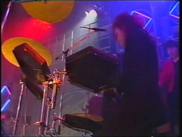 Dead Or Alive – You Spin Me Round Like A Record (Studio, TOTP)