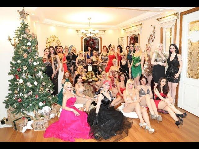 Adnan Oktar'ın kız arkadaşlarıyla birlikte katıldığı 2018 yılbaşı yemek daveti