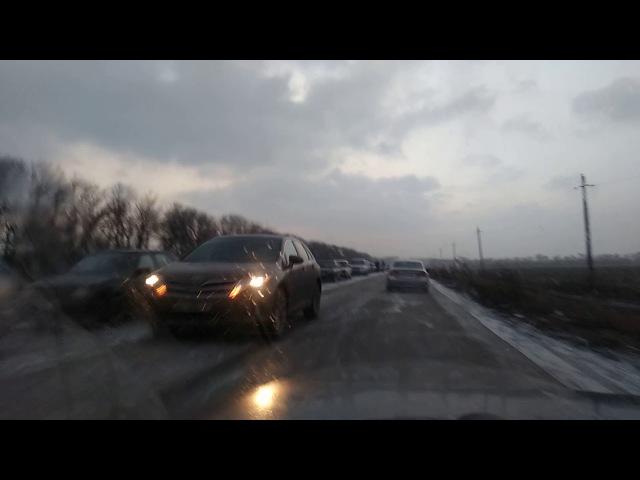 Очередь на блок посту Каргил(ДНР) в сторону Донецка 12 января(1)