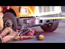 Firemen use jaws of life to fix school bus after crash - Accident à Longueuil - 11/13/2013