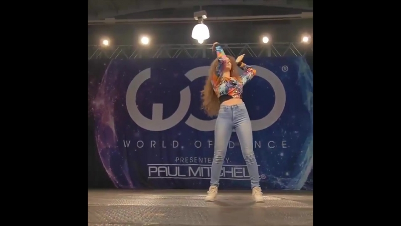 Girl Smashes it on World of Dance With Her Robot Moves WOW