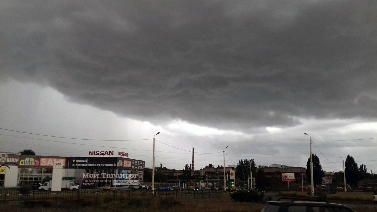 Штормовое предупреждение от МЧС: ожидаются ливни с грозой, град и ветер до 23 м/с