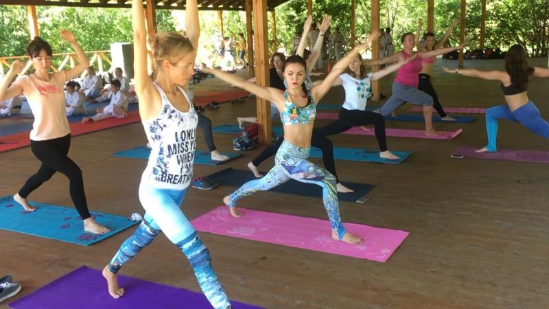 Хатха йога с Екатериной Мишагиной по пн ср и пт в 9 30