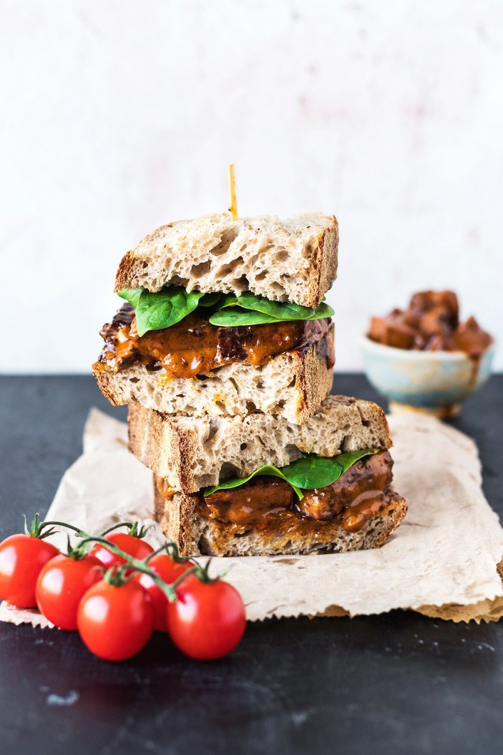 Сендвич с тофу буффало