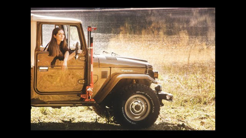 1982 Toyota Land Cruiser BJ40 (FJ40 BJ42) - Girl drives LandCruiser