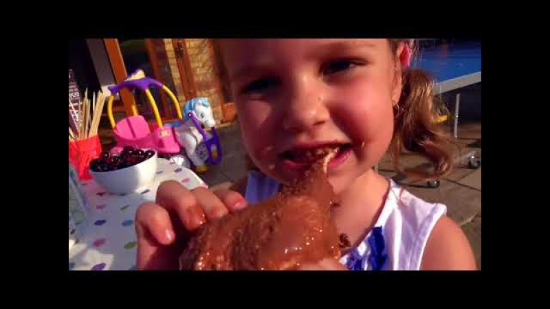 BAD KIDS VS DADDY Украли ШОКОКЛАД STEALS A LOT of CHOCOLATE Candy on playground