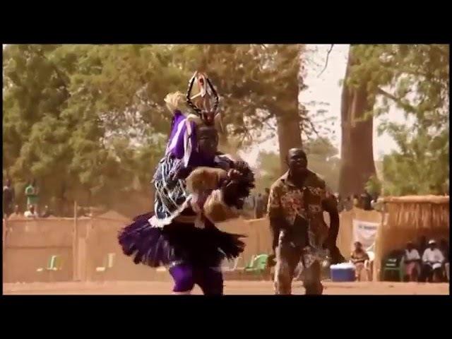 А когда на море качка! Прикольный танец папуаса Танцуют все