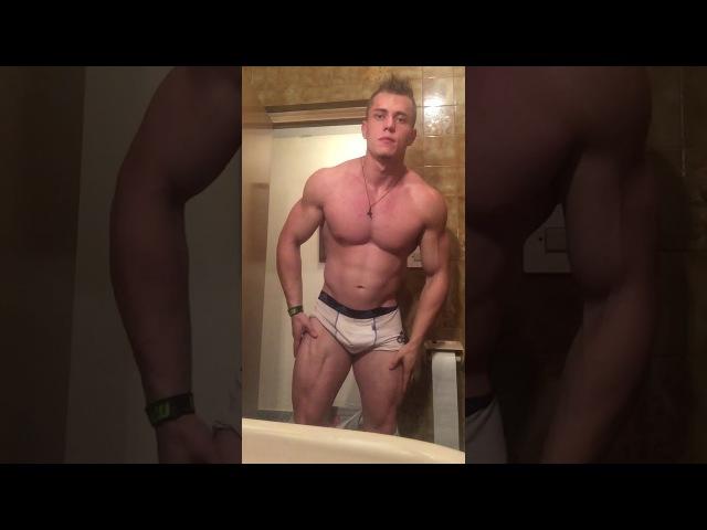 Natural body not steroids Flexing small waist