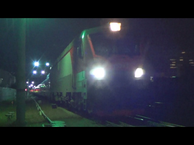 Electric locomotive EP20-016 with fast-speed train