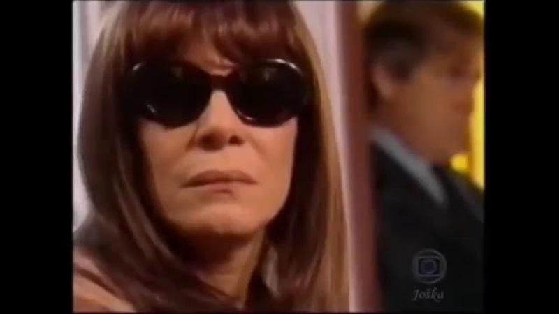 Jessie Campbell sentindo cheiro de couro de Grace e suas amantes