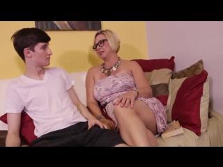 Зрелая мама в очках дрочит любимому сыну, mature busty milf old mom jerk dick son cock hot cum (инцест со зрелыми мамочками 18+)