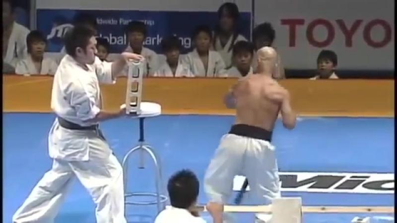 【新極真会】 66 Year Old Karate Master Does Incredible Demonstration SHINKYOKUSHINKAI KARATE