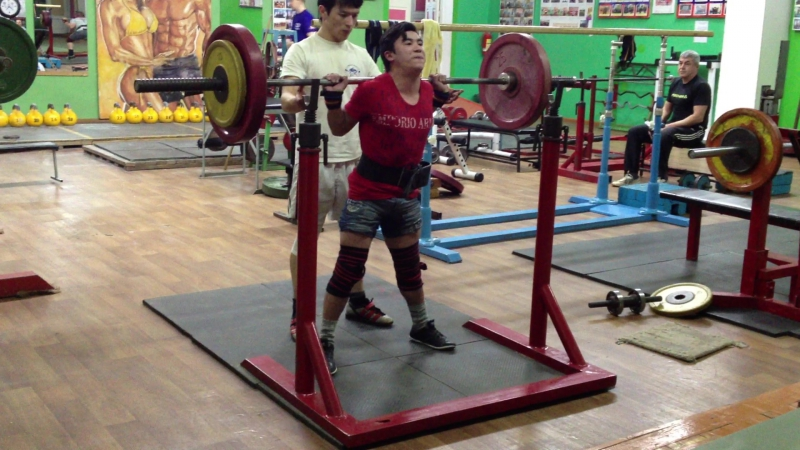 Алимгулов Линар присед 90 кг на 3р. 5п. возраст 17 лет. вес-50 кг