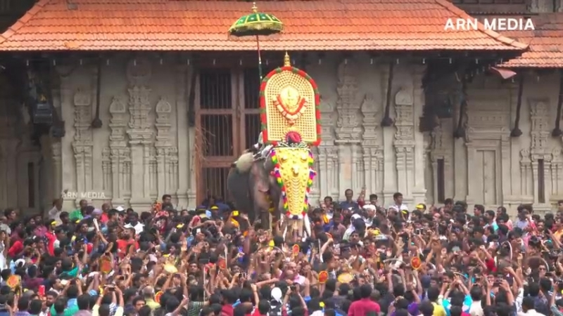 Thechikottukavu Ramachandran Mass Entry at Thrissur Pooram_HIGH.mp4