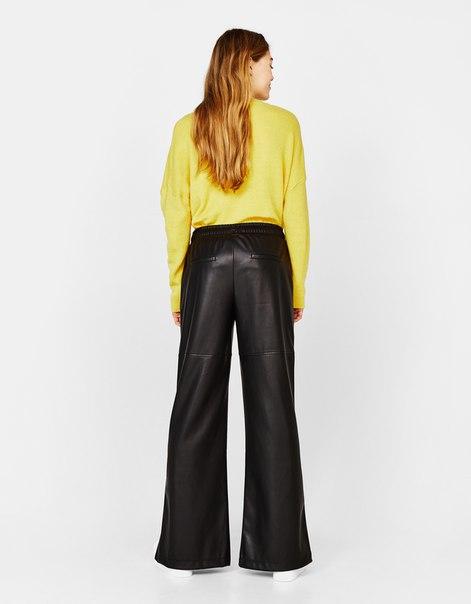 Широкие брюки из искусственной кожи