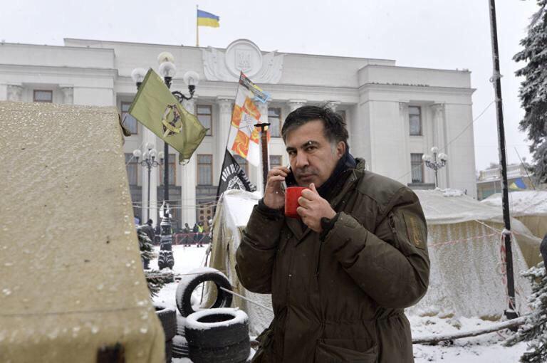 """Саакашвили пытался прорваться в гостиницу """"Киев"""", чтобы помыться"""