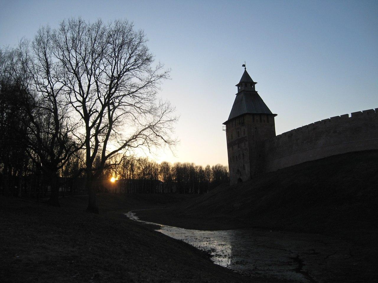 На Запад Новгородской области. Крепостные стены Великого Новгорода