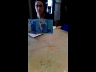 Официантка отказывается принимать купюру 2000 рублей