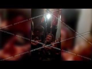 Megatyumen.ru- В Тюмени неадекват с ножом атаковал пассажиров поезда №118