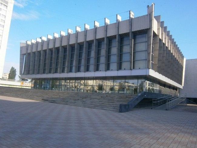 Луганский русский театр готовит захватывающий новогодний спектакль