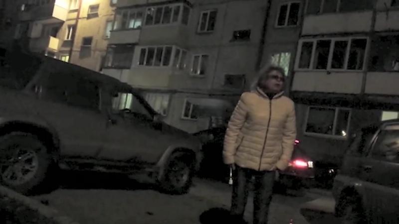 Женщина разбила машину молотком в Южно Сахалинске