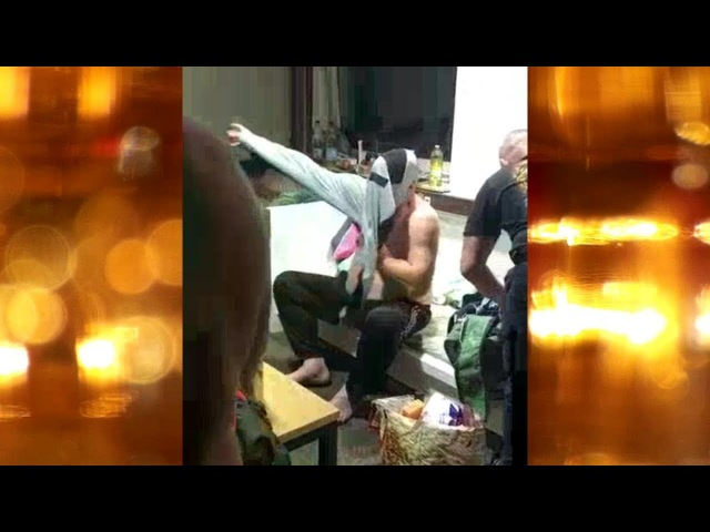Guy trying to put on a pair of Pants as a Shirt Chico se puso un par de pantalones como una camisa