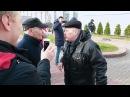 Пенсионер разгоняет шествие оппозиции. Драка в Минске на Дзядах