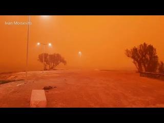 Оранжевая пыль превратила Крит в Марс (Barnaul22)