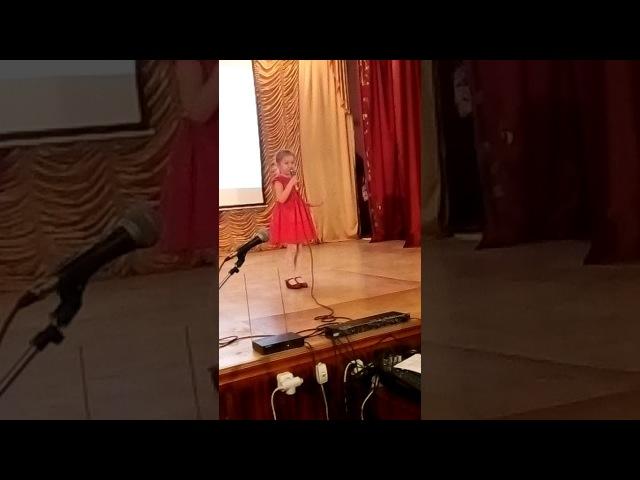 Вишенки сережки исполняет Аня Хан 5 лет