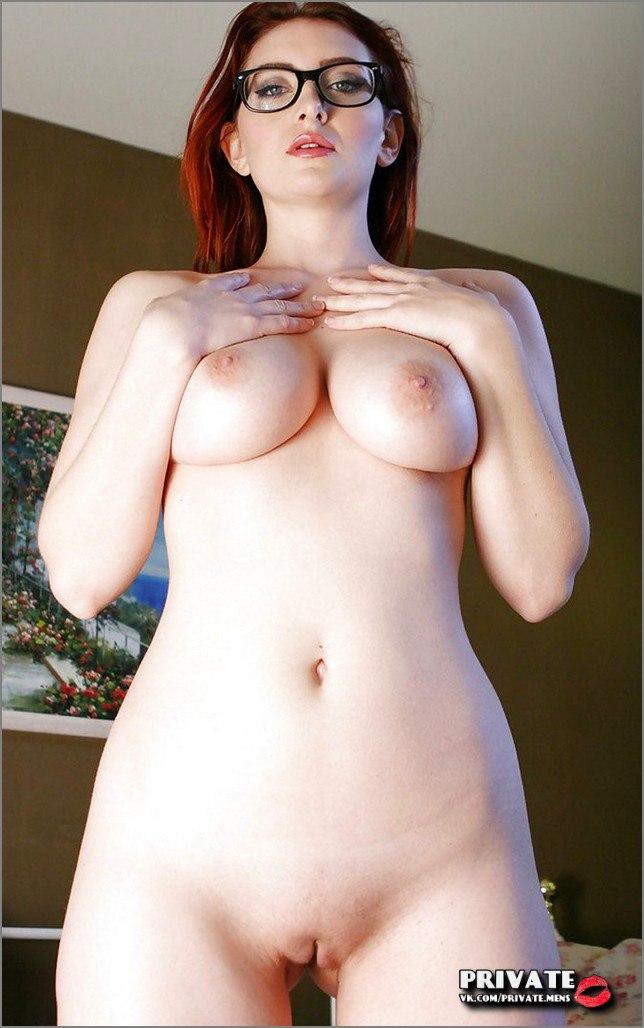 Hassanandani boobs