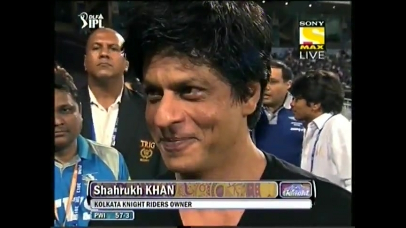 Shah_Rukh_Khan_Iamsrk_after_controversy_speaking_with_039Rowdy_Rathore039_Akshay_Kumar_on_Pune_vs_Kolkata_Match