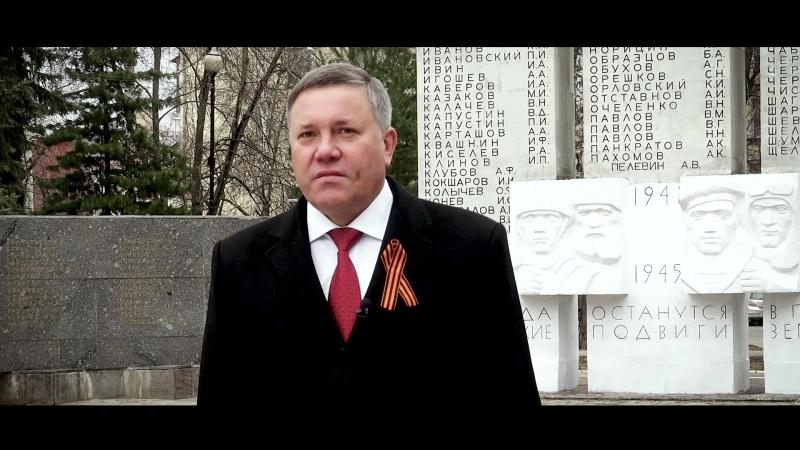 Губернатор Вологодской области Олег Кувшинников поздравляет вологжан
