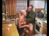 Уговорила пьяного военного трахнуть на кухне русское porn xxx amateur оргия домашнее любительское homemade