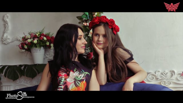 Яркая фотосессия Мама и Дочка в юбках пачках