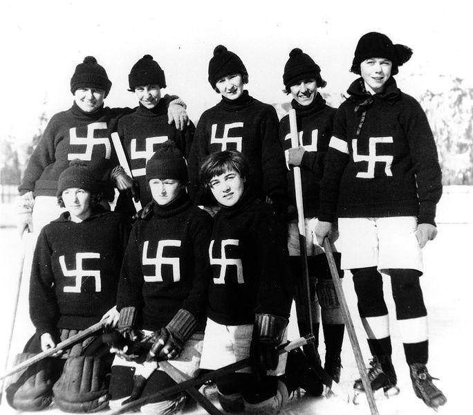 Женская хоккейная команда канадского города Ферние, 1922 год.