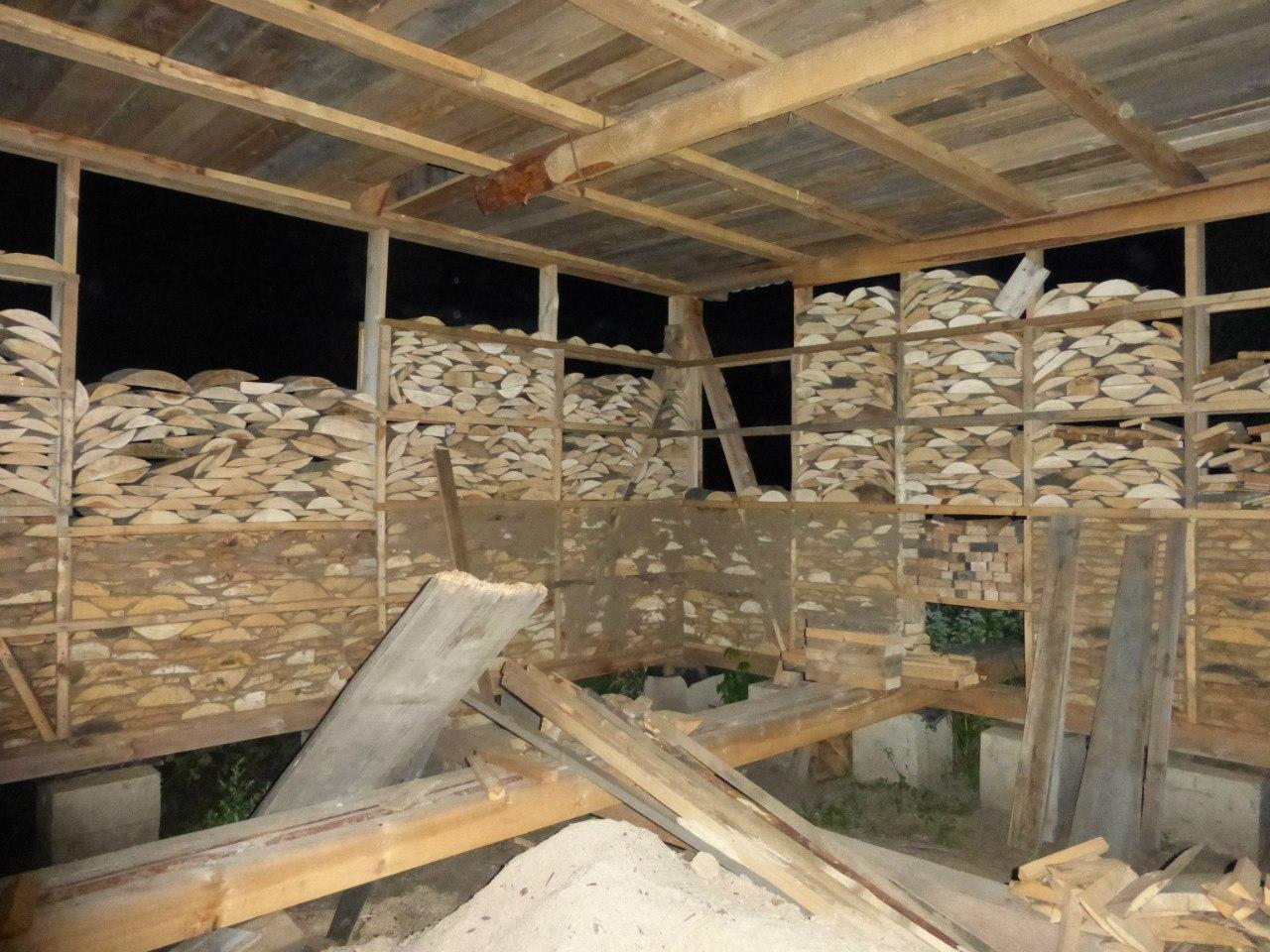 Дом из дров и глины.