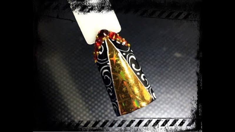 Новогодний дизайн ногтей с применением голографической отрывной фольги и вензе...