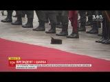 ТСН з'ясувала, чому в стрільця почесної варти президентського полку під час церемонії впав кашкет